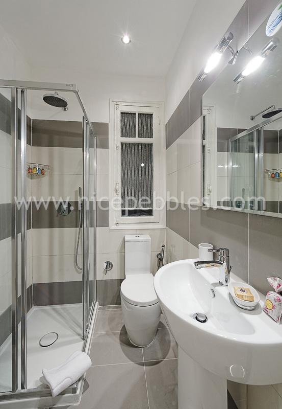 Nice France Apartment Rentals Valentina - Nice-apartment-bathrooms